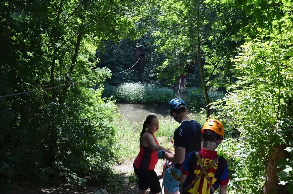Touwklimpark Brno heen over de rivier